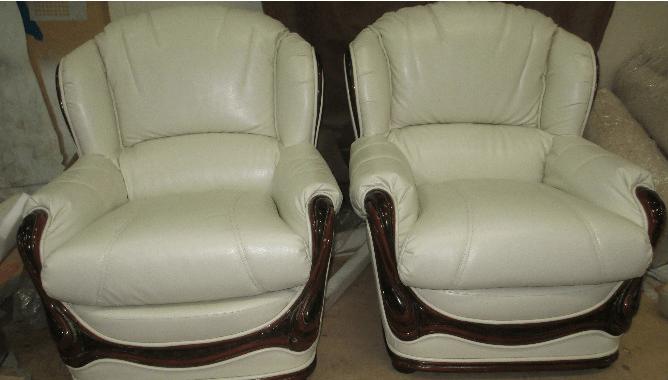 Перетяжка кресла экокожей