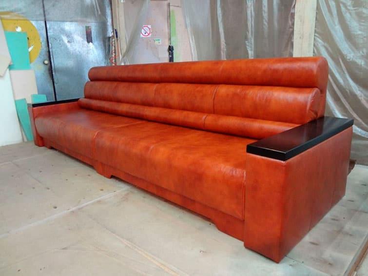 Перетянуть диван кожзамом