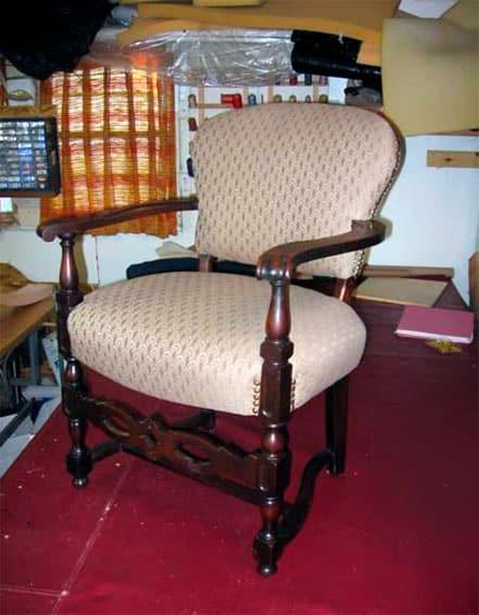 Реставрация кресла с деревянными подлокотниками